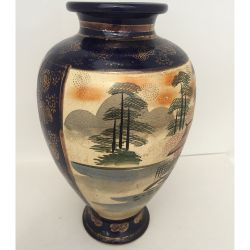 Vase in porcelain from China